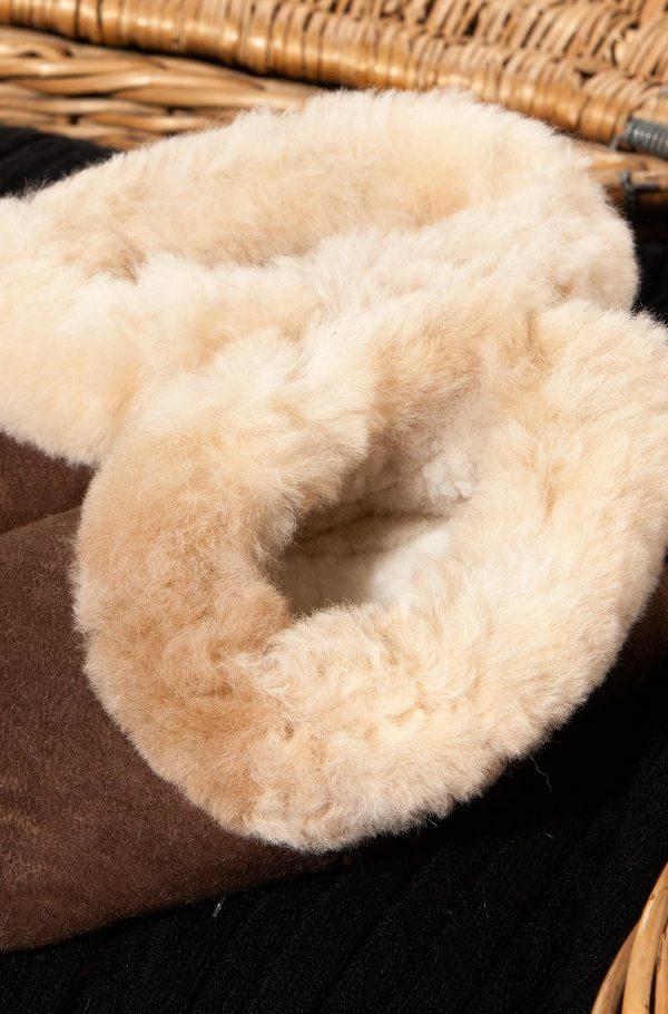 Alpaca wollen sloffen met bontrand en schapenvacht.