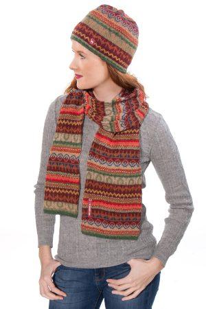 Alpaca shawl met patroon in warme kleuren groen en rood LUNA