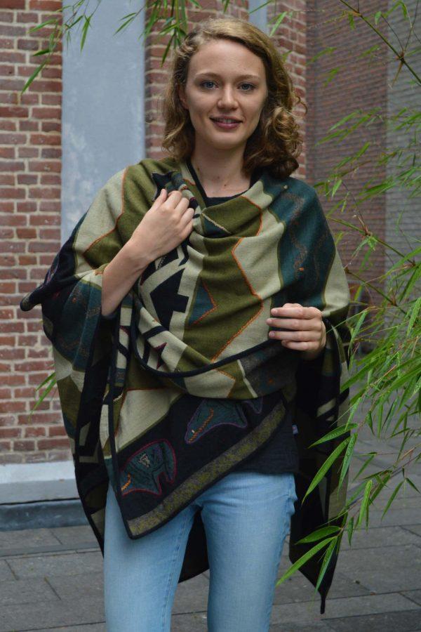 Alpaca wollen omslagdoek met etnisch patroon groen
