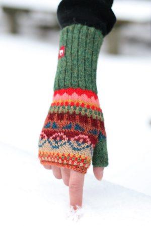Alpaca wollen polswarmer met duim gebreid in kleurrijk motief