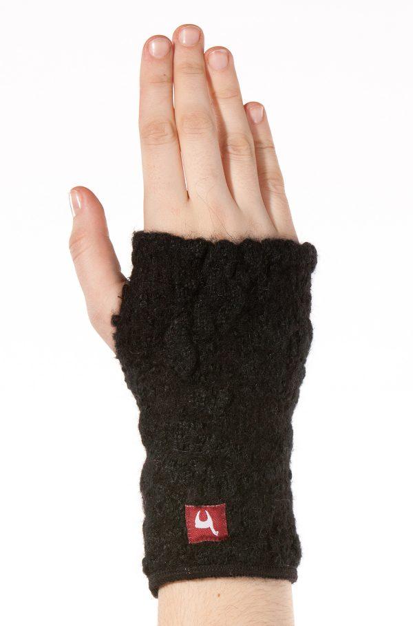 Zwarte polswarmers met duimgat gebreid alpaca wol
