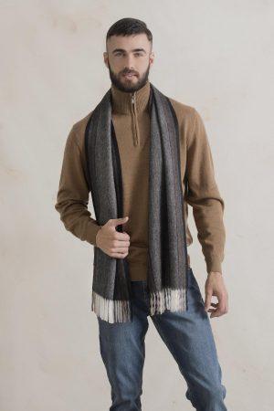 Heren shawl donkergrijs geweven van duurzame alpaca wol