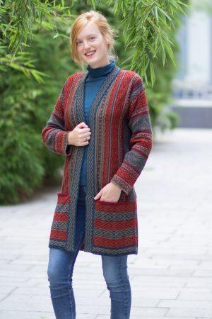 Lang alpaca wollen vest rood met petrol groen etnisch patroon
