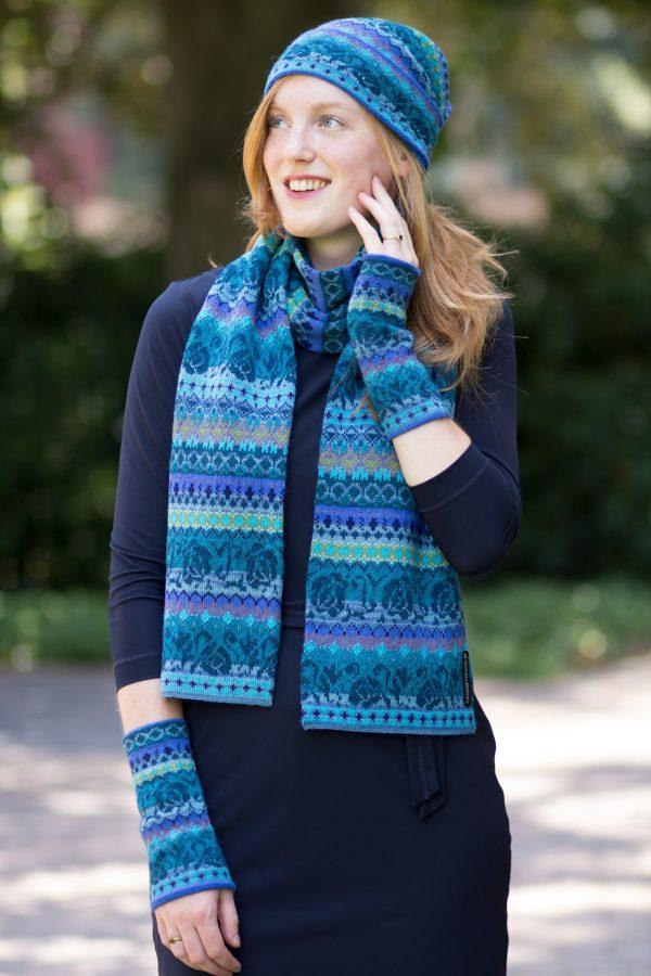Alpaca wollen shawl in turquoise gebloemd motief