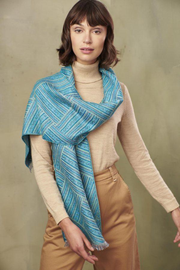 Geweven zijden shawl turquoise blauw